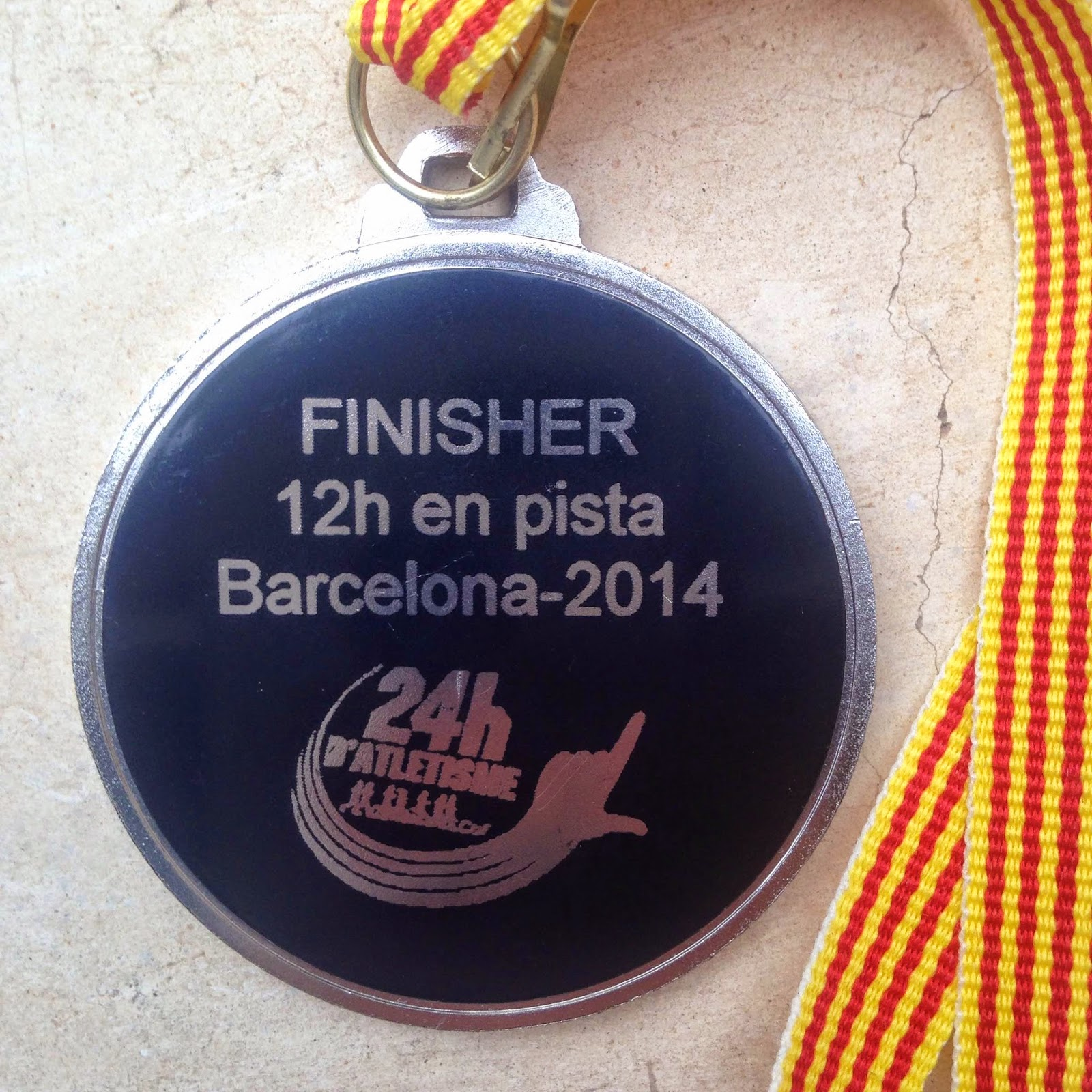 medalla 12 24 horas atletismo can drago barcelona pitufollow