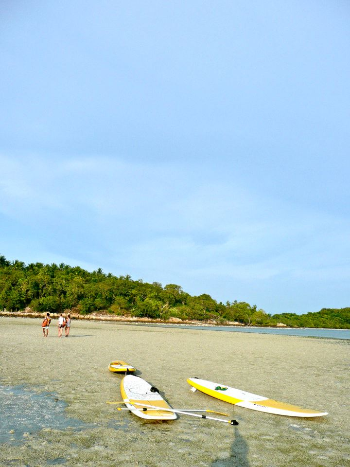 Romantic things to do on Samui, Paddle to Koh Matlang, at Koh Matlang, walking on the beach, friends
