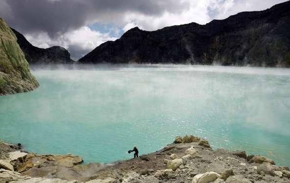 kawah ljen volcano indonesia