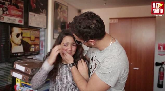 بالفيديو : على طريقة تامر حسني .بكاء ...
