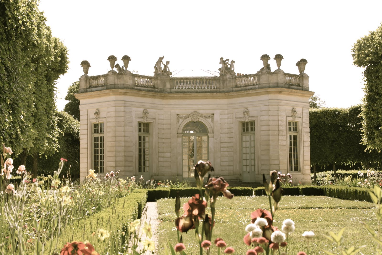 Information about home design by invitation only dream day for Garden design versailles