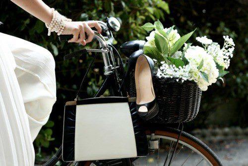 Biciklizés, Biciklizés divatosan, Blog, Divat, Divat 2012, Divatolás, Mit vegyek fel biciklizéshez, Rodzi Asszony, Tipp, Trend, Öltözködés,