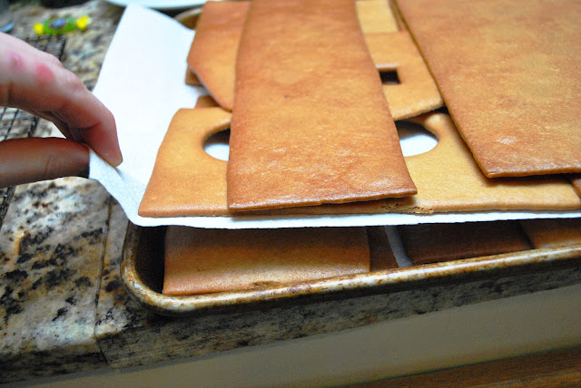 Storing cut-out and baked gingerbread panels