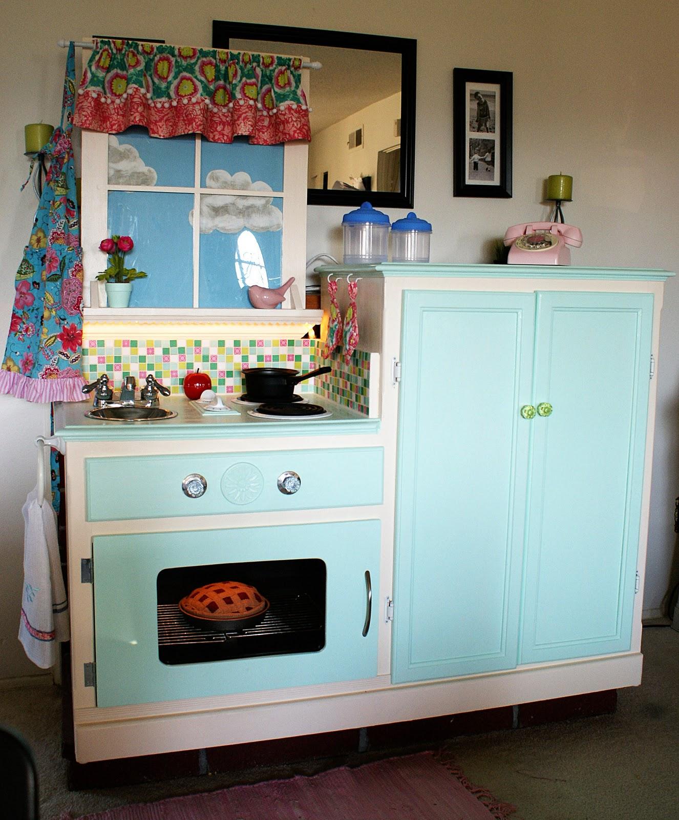 Easy peasy pie play kitchen for Childrens kitchenette
