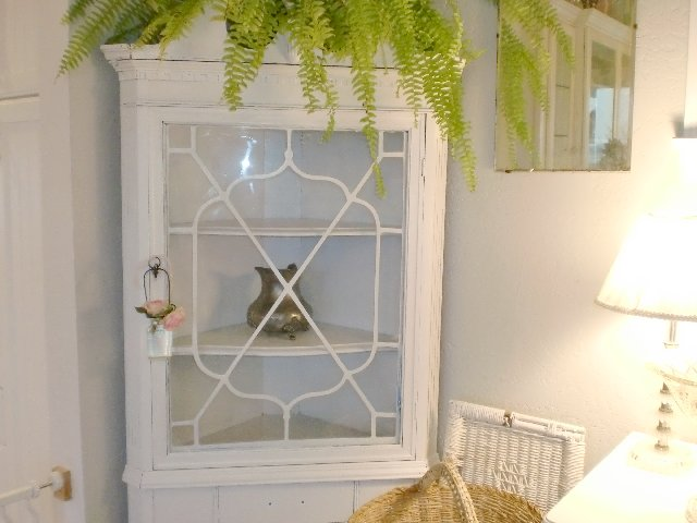 Fabulous White Dining Room Corner Hutch 640 x 480 · 47 kB · jpeg