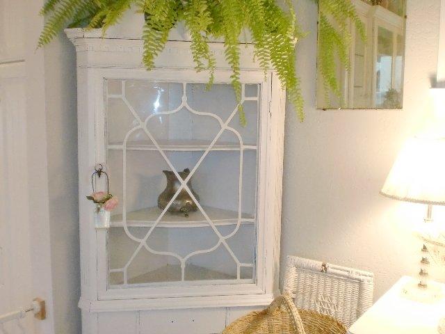 Fabulous White Dining Room Corner Hutch 640 x 480 · 47 kB · jpeg