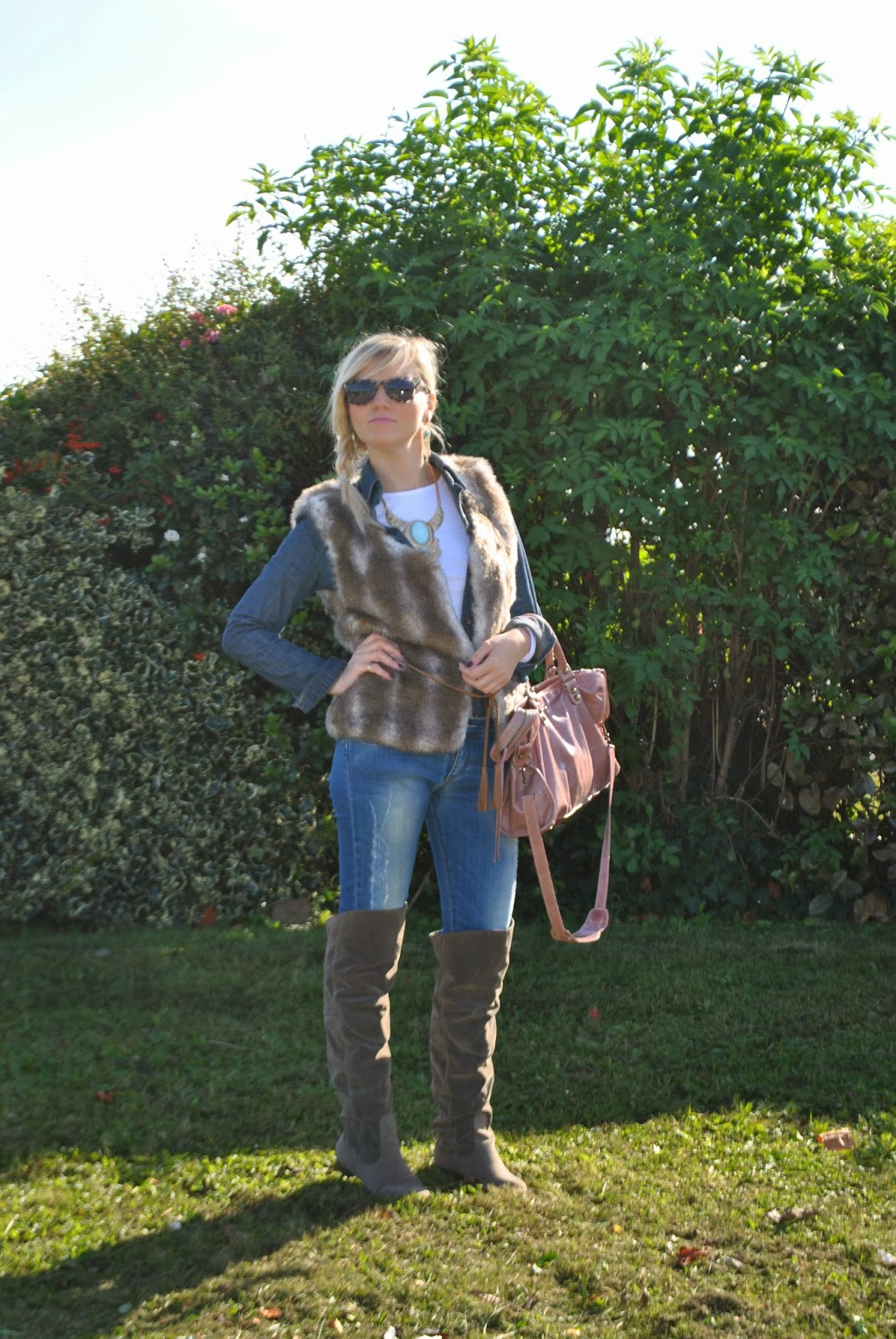 autumnal outfit cuissardes boots denim shirt faux fur vest fashion bloggers italy italian girl  outfit in denim denim total look how to wear denim shirt outfit gilet pelliccia how to wear fur vest outfit cuissardes outfit jeans skinny abbinamenti cuissardes how to wear cuissardes abbinamenti camicia jeans come abbinare la camicia di jeans camicia in denim tendenze autunno inverno 2014 2015camicia di jeans borsa rosa cipria balenciaga occhiali da sole carrera collana etnica majique ethnic necklace majique london orecchini majique london oro e pietre azzurre earrings majique gold and turquoise stone earrings majique fashion blog italiani fashion blogger italiane fashion blogger milano fashion blogger bionde ragazze bionde fashion blog milano acconciatura treccia laterale occhiali da sole carrera mariafelicia magno mariafelicia magno fashion blogger colorblock by felym outfit autunnali outfit casual outfit casual autunnali outfit novembre 2014