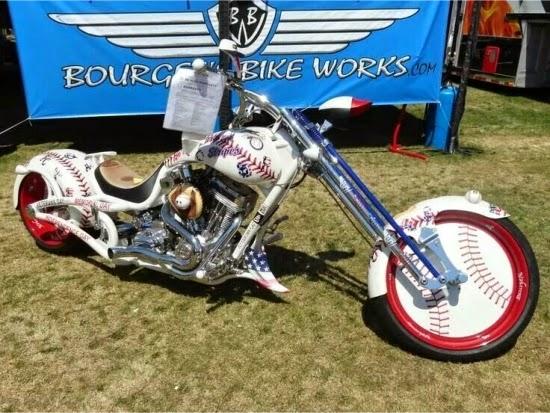 Motocicleta Harley Davidson despre baseball