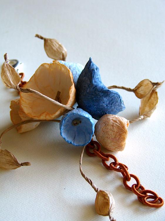 Eco gioielli : bracciale per matrimonio color terra di siena e blu