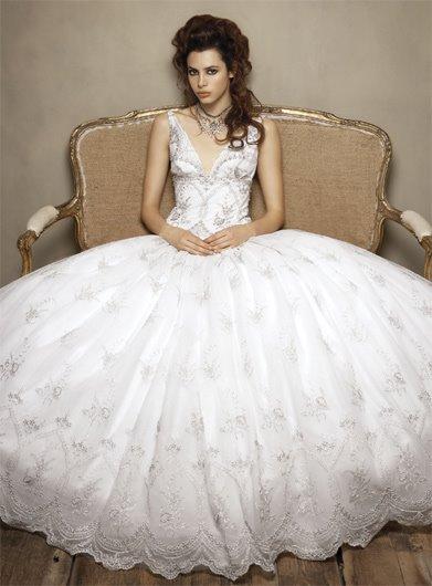 en güzel gelinlikler, gelinlik modelleri 2012 modası, beyaz gelinlik