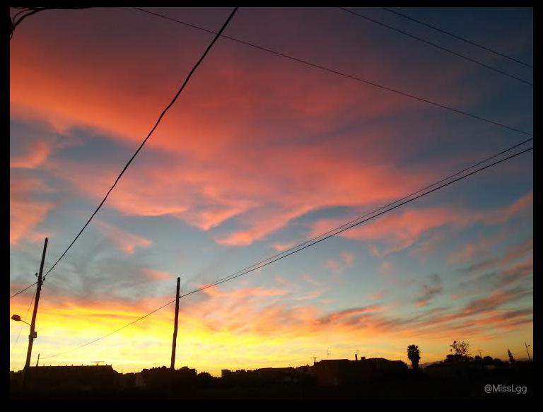 amanecer en Valencia L'horta valenciana cielo de contrastes naranjas, amarillos difuminado