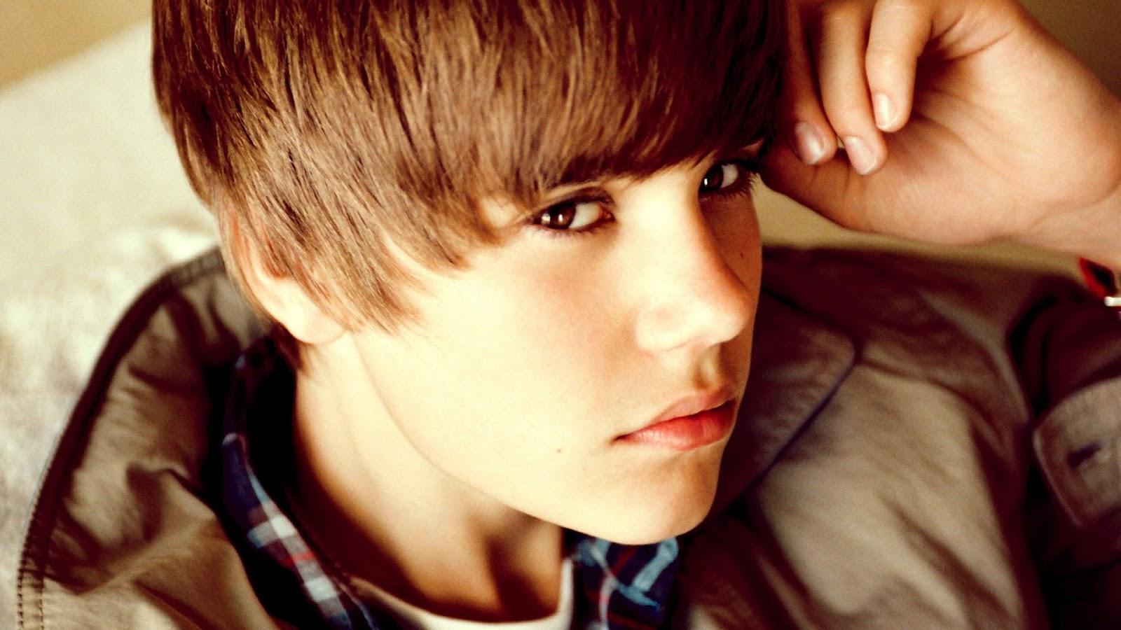 Justin Bieber Cool Pose