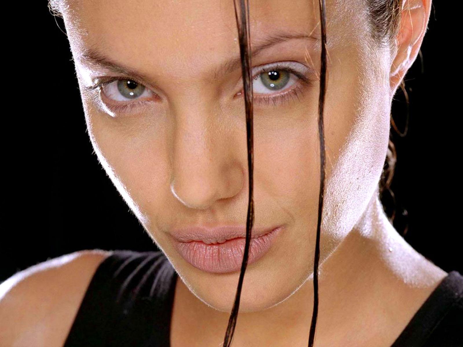 http://1.bp.blogspot.com/-RDa30_xGXjU/TdRnZYaGgtI/AAAAAAAAACE/d-Nk1xmkhZ8/s1600/The-best-top-desktop-angelina-jolie-wallpapers-30.jpg
