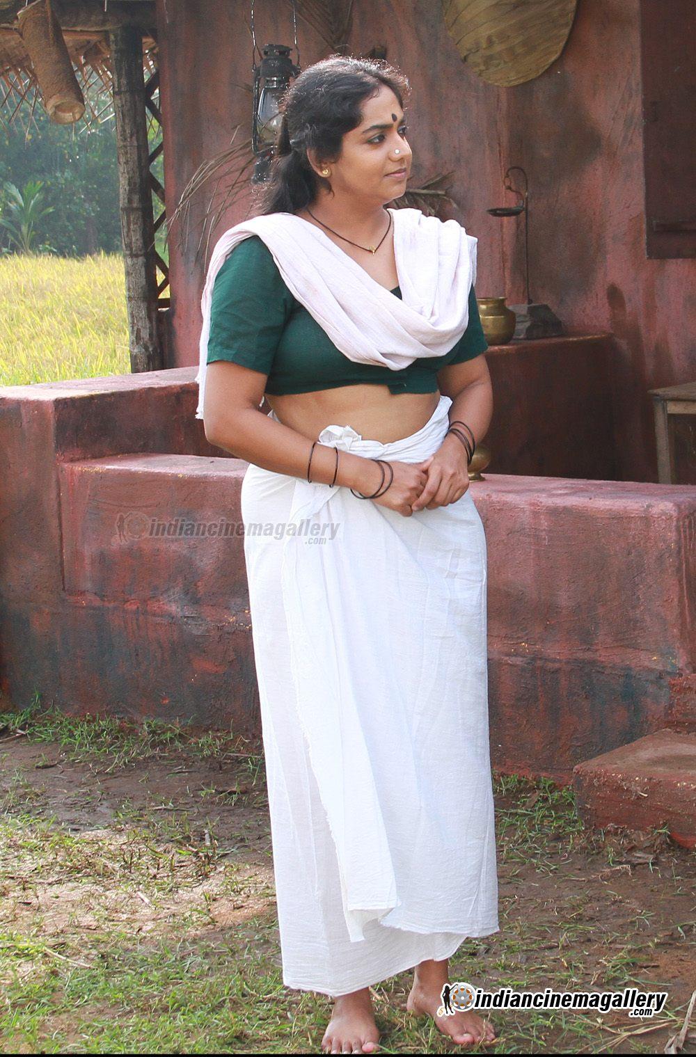 Lakshmi Sharma Hot In Drona Mallu aunty actress lakshmi