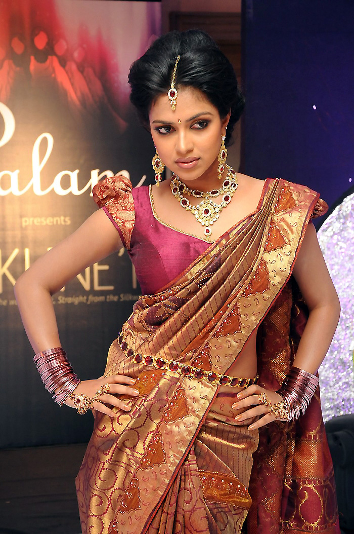 Amala paul in traditional saree