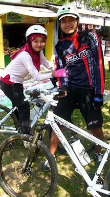 Inilah pasangan kompak yang ikut dalam Gowes Jelajah Kebun Teh 11 September 2011