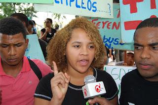 Jóvenes universitarios de Sabana Perdida marchan contra macuteos de policías