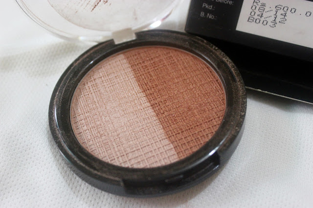 Lakme Absolute Moon Lit Highlighter: Review and Swatch