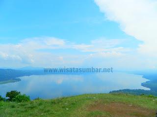 Melihat Panorama Danau Singkarak Dari Puncak Payo Rapuih