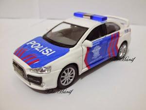 Mobil Polisi Patroli Jalan Raya 1:38