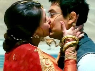 Kareena Kiss Wallpapers
