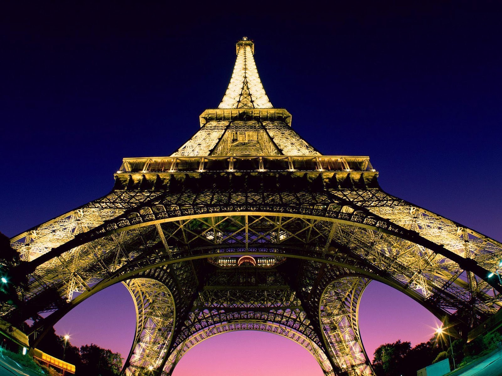 Paris the city of romance art and fashion the simply for Romantic evening in paris