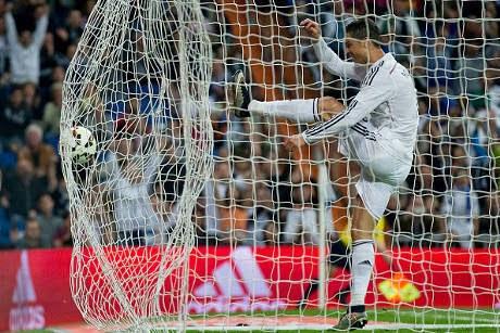Peluang Cetak Gol Diambil Arbeloa, Ronaldo Marah