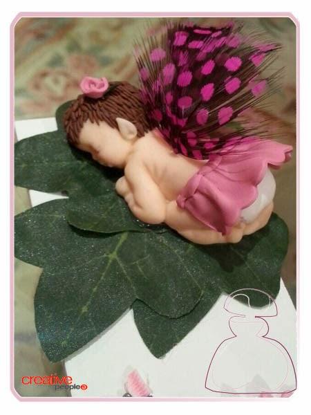 Letra de madera bebé decorada a mano por Sylvia Lopez Morant
