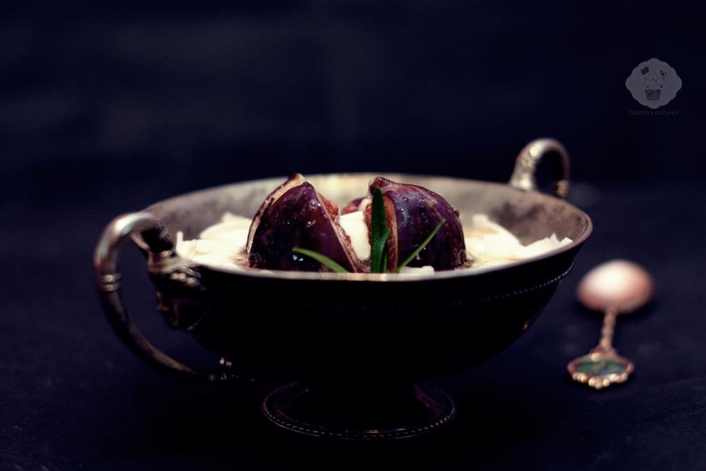 figi karmelizowane w miodzie, figi z miodem, figi z jogurtem greckim, przepisy na figi, przepisy z figami