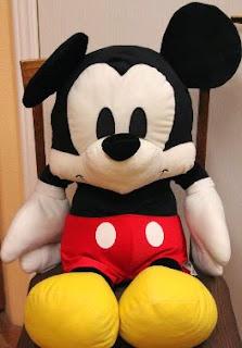 http://manualidadesreciclables.com/15108/moldes-gratis-para-hacer-peluche-de-mickey-mouse-2