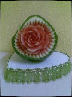 ukiran tembikai berbentuk bunga ros