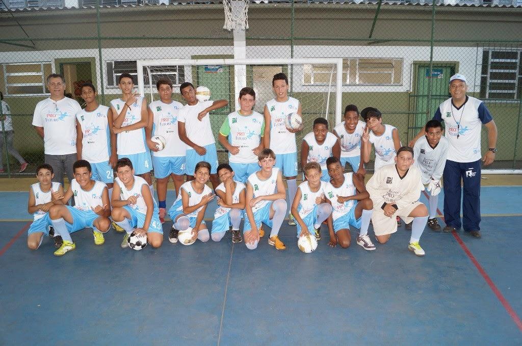 Alunos do CEROM participam das aulas de futebol no projeto patrocinado pela FIFA