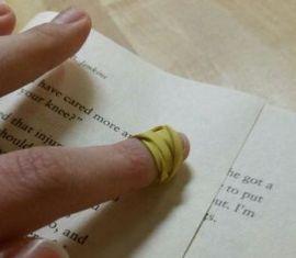 Asisten baca dari karet gelang