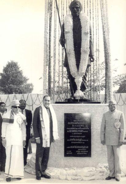 M.G. Ramachandran with Rajiv Gandhi & R. Venkatraman