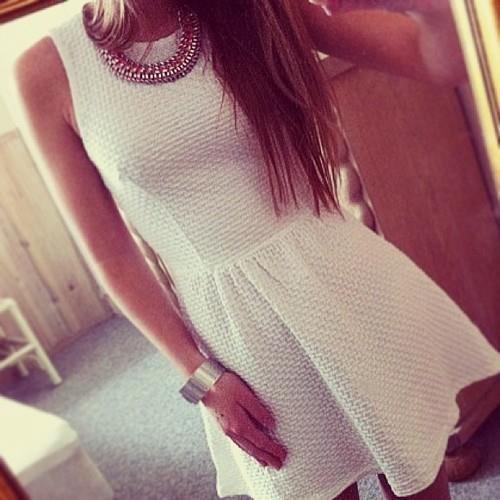 Фото девушки в платье брюнетки без лица на аву