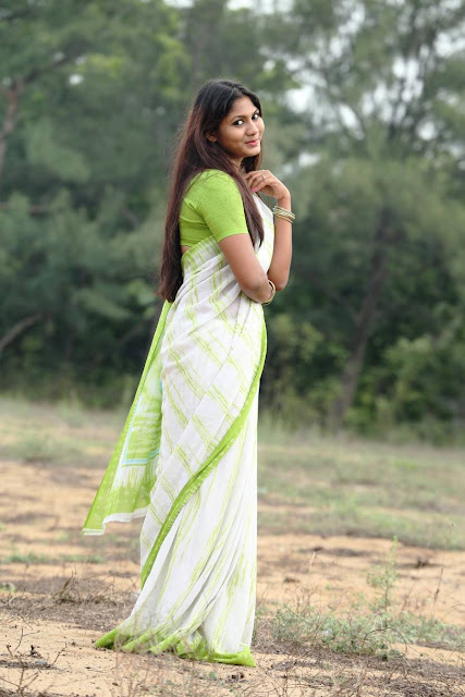 Hot Shruthi Reddy Photoshoot Stills At Parrot Green Saree