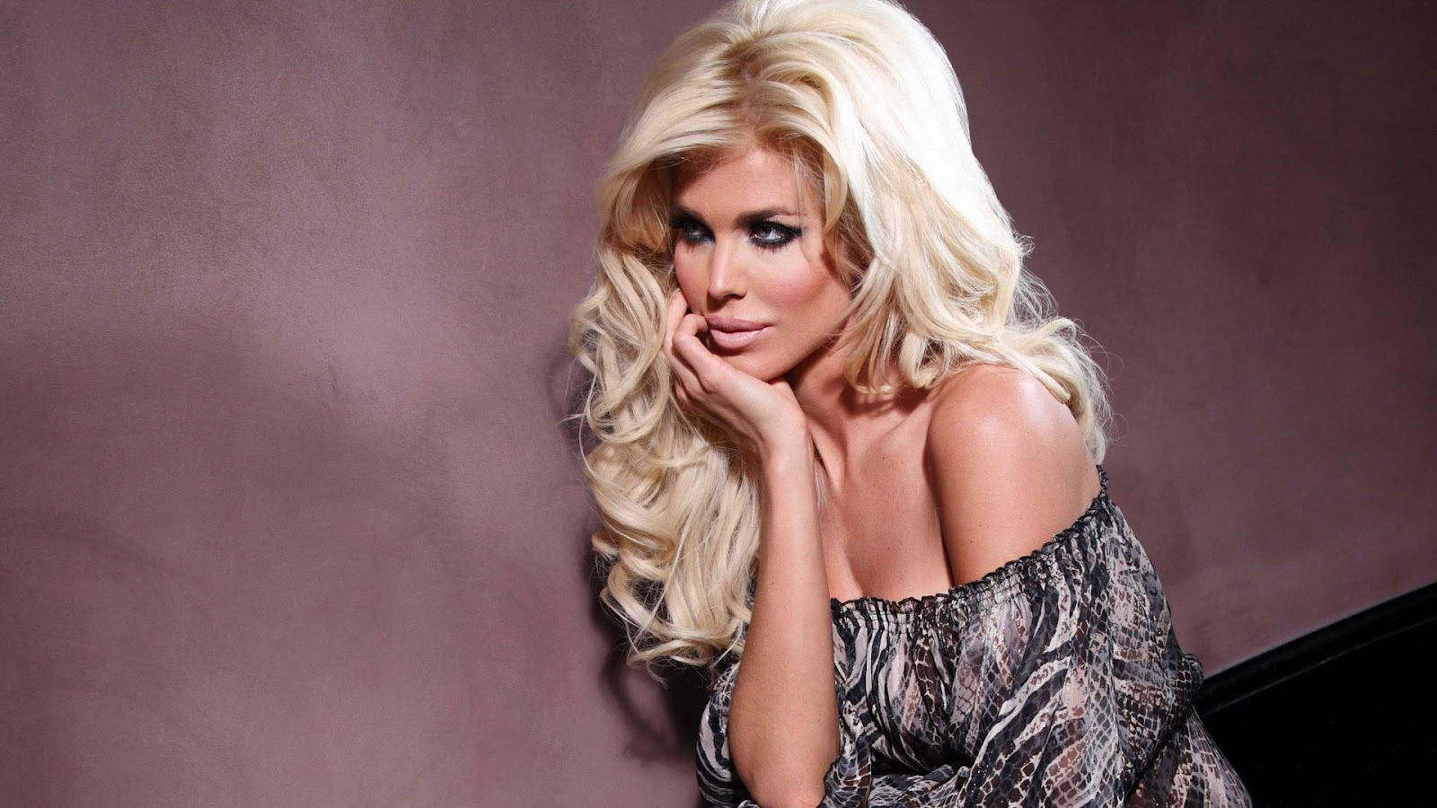 Victoria Silvstedt Hot Wallpapers | Amazing HD Wallpapers