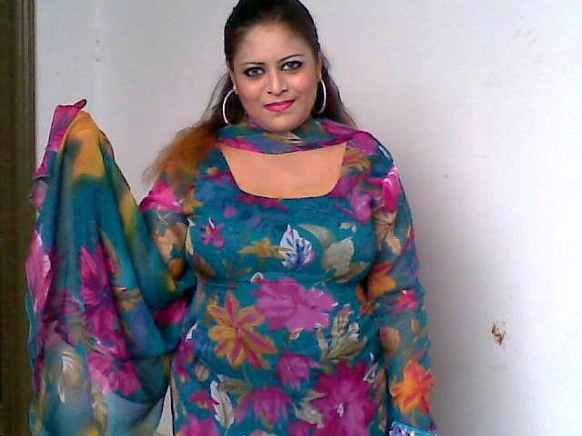 Pakistani Sexy Aunties Pictures - Bollywood Actress Photos