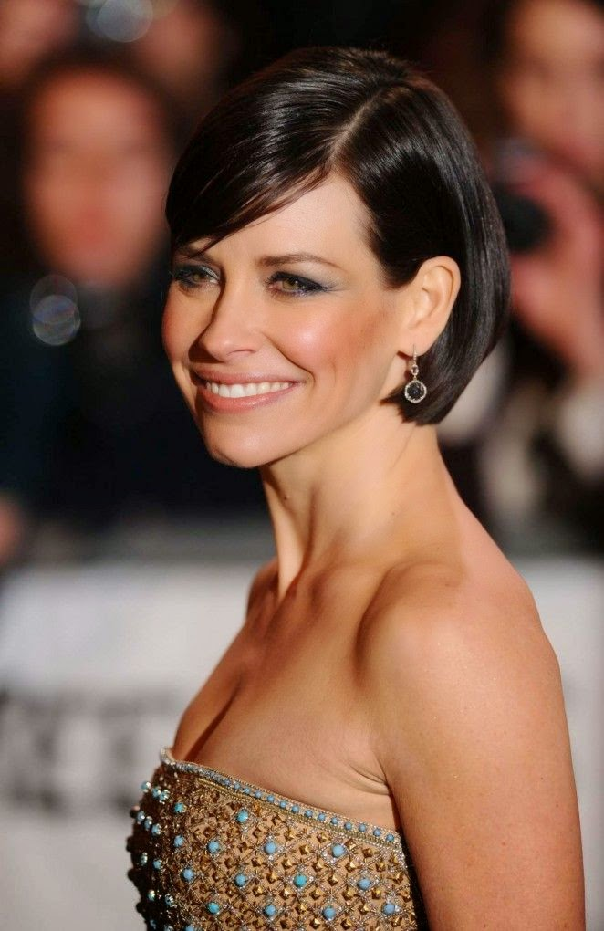 I think Evangeline Lilly never look anything, but always has styled to perfection. Not only is she one of the most beautiful woman on the world premiere of The Hobbit: The Battle of the Five Armies at London, England. But the 35-year-old proved on Monday, December 1, 2014 that she also own the runaway.