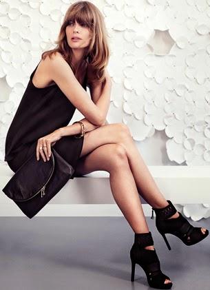 H&M look feminino completo para festa vestido curto clutch de couro e sandálias de salto