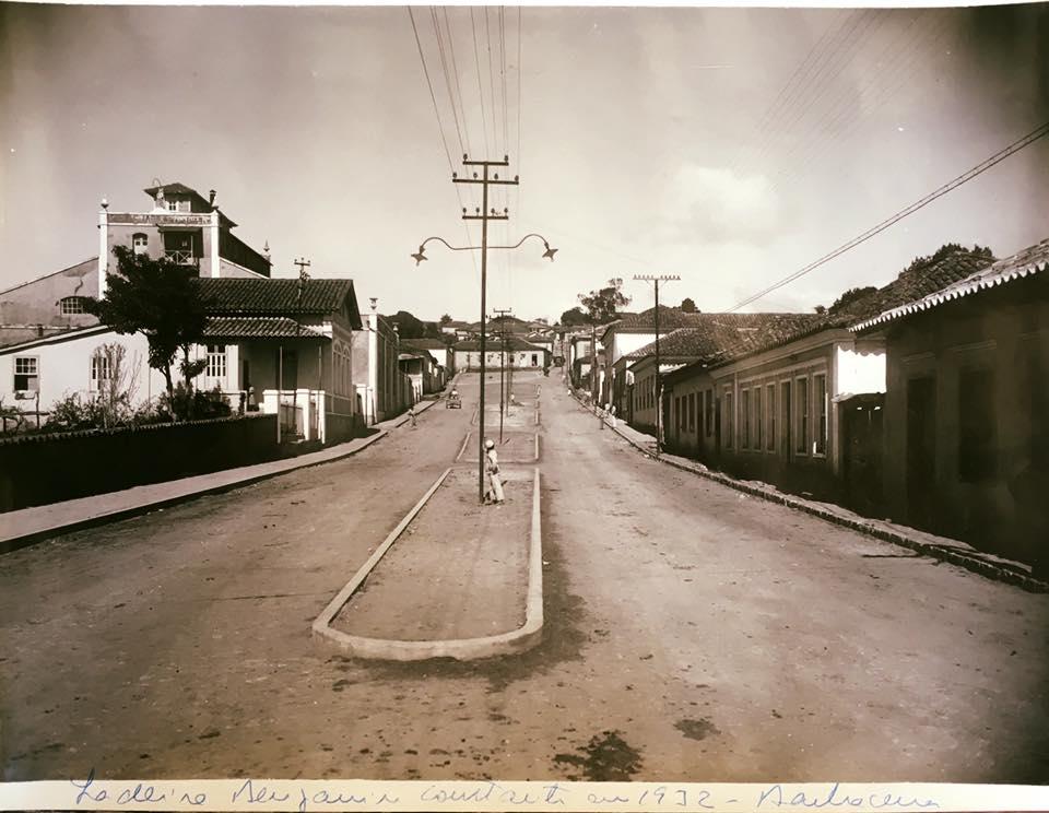 Rua Benjamim Constant de Barbacena 1932 - A Esquerda Cervejaria Weiss
