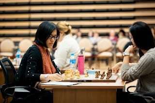 Echecs ronde 5 : Hou Yifan (2618) 1-0 Nafisa Muminova (2321) - Photo Nikolay Bochkarev © site officiel