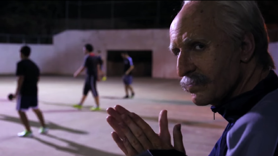 Kakek ini Sangat Jago Menggocek Bola! (Football Freestyler) - www.unikplus.com