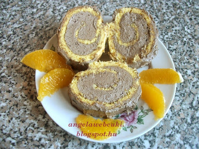 Narancsos piskótatekercs recept, narancs ízű tésztával, kakaós narancsos krémmel.