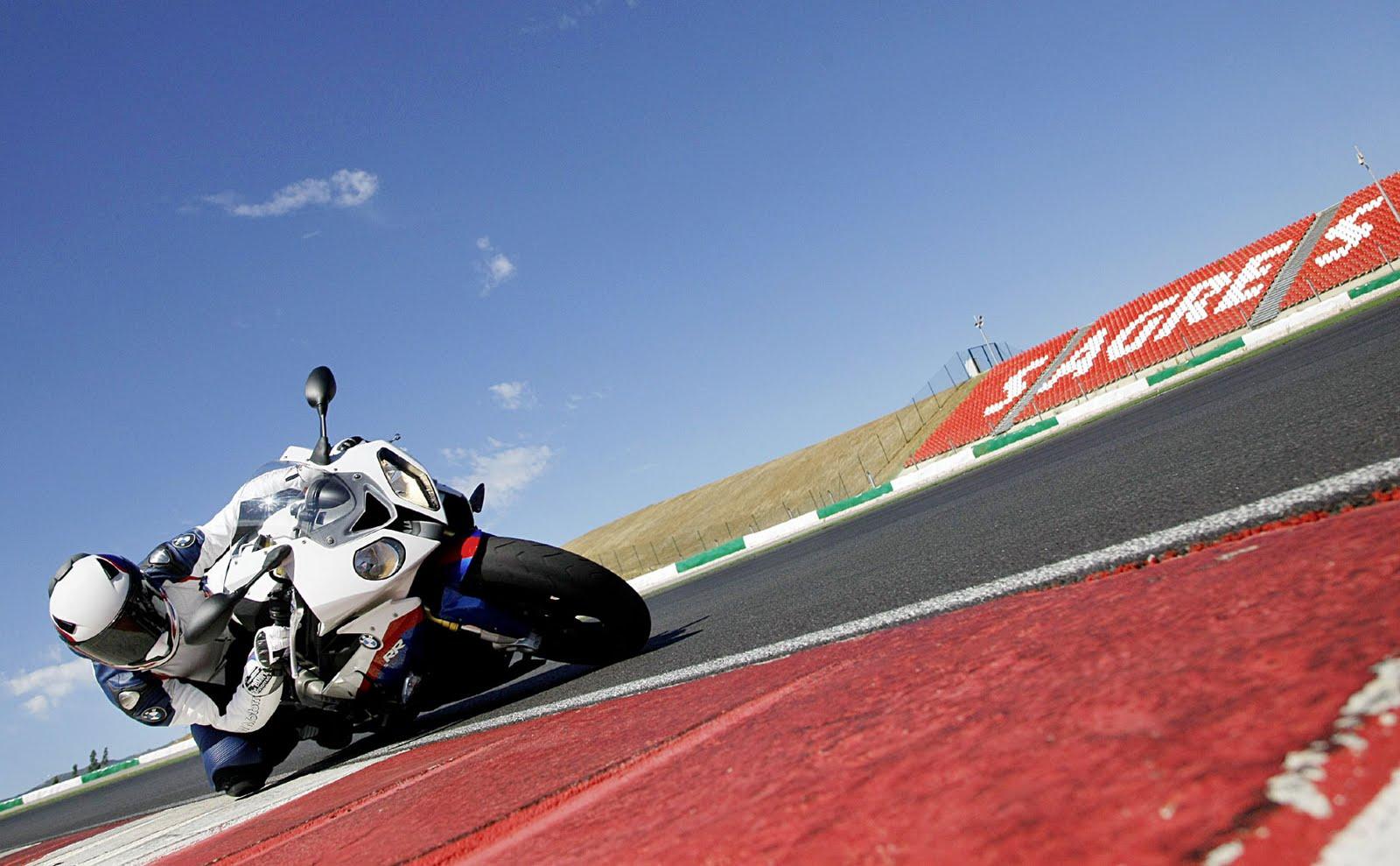http://1.bp.blogspot.com/-RJ0smF8fLa8/TeJ7yrcfaRI/AAAAAAAAAS8/kyQgUS3tOoE/s1600/2010-BMW-S1000RR-Action.jpg