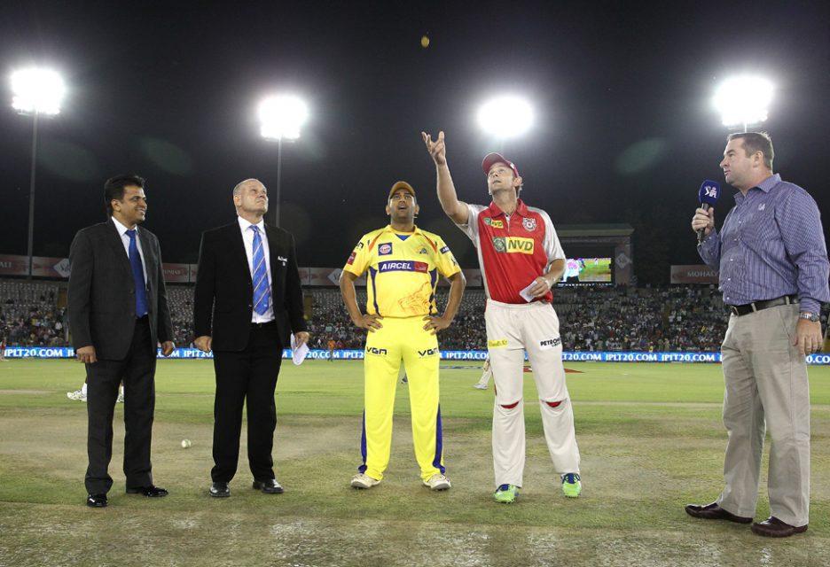 MS-Dhoni-Adam-Gilchrist-KXIP-vs-CSK-IPL-2013