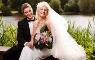 دراسة أوروبية : الزواج مفيد لصحة النساء والرجال  - عريس عروسة زواج فرح عرس  - married couple groom bride
