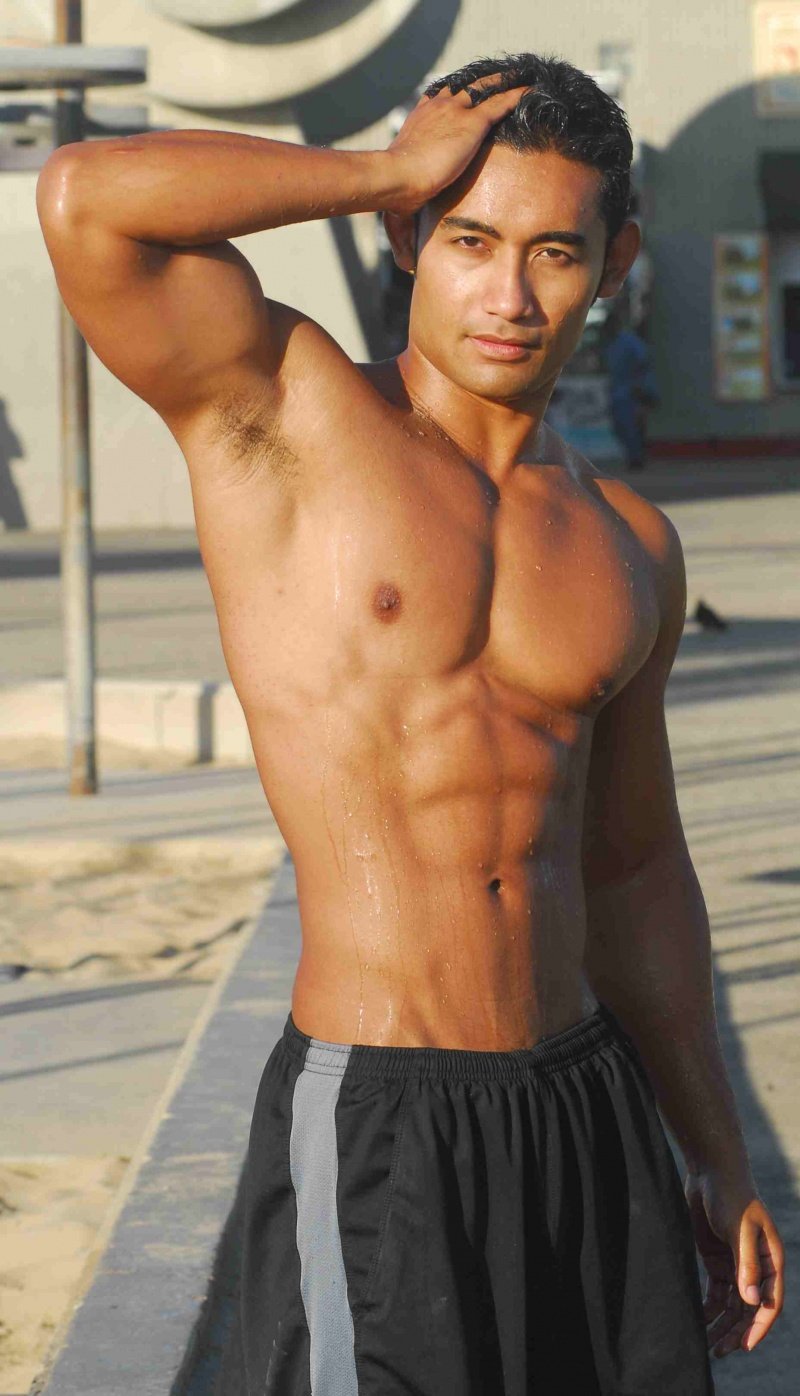 Nick Husin - a gorgeous beach body