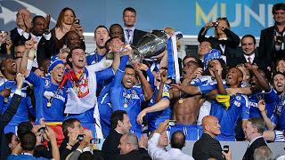 FÚTBOL-Chelsea alza su primera Champions en el Allianz Arena