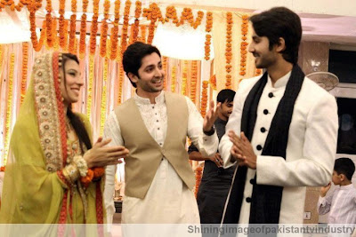 Danish Taimoor with his bhai & bhabi - Pakistan celebrities